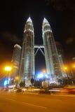 吉隆坡马来西亚晚上天然碱塔孪生 免版税库存图片