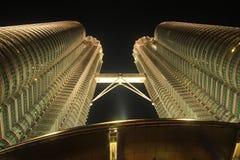 吉隆坡马来西亚晚上天然碱塔孪生 免版税图库摄影