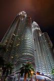 吉隆坡马来西亚晚上天然碱耸立孪生 免版税库存图片