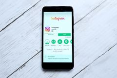 吉隆坡,马来西亚- 2018年1月28日, :在机器人戏剧商店的Instagram app Instagram由凯文Systrom和麦克Krieger创造了, 图库摄影