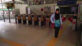 吉隆坡,马来西亚- 2018年5月15日:在吉隆坡地铁4K的地铁旋转门 股票视频