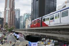 吉隆坡,马来西亚- 12月31,2017 :KL通过通过在武吉免登地区,著名购物的单轨铁路车火车和招待 库存图片