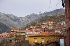 吉霍de圣塔巴巴拉和与雪的Gredos山全视图  库存图片