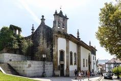 吉马朗伊什葡萄牙 2017年8月14日:称诺萨的天主教会的门面Senhora做有瓦片马赛克的卡尔穆有的 图库摄影