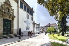 吉马朗伊什葡萄牙 2017年8月14日:称诺萨的天主教会的门面Senhora做有瓦片马赛克的卡尔穆有的 库存图片