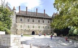 吉马朗伊什葡萄牙 2017年8月14日:Braganza公爵的宫殿的石门面用诺曼底人和不列塔尼人影响修造了 免版税库存照片