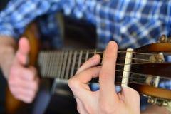 吉他使用 免版税库存照片