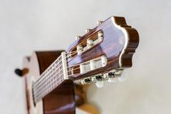 吉他和砖墙- 3 库存照片