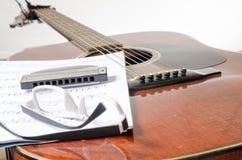 吉他弹奏者休息 库存照片