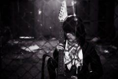 吉他弹奏者纵向 免版税库存图片