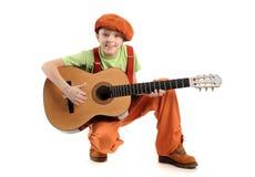 年轻吉他弹奏者 免版税库存图片