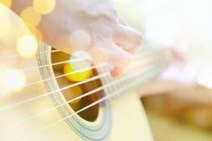吉他演奏员多重曝光  免版税库存图片