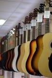 吉他的图象在展示窗口的 免版税库存照片