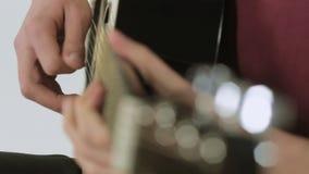 吉他的特写镜头,当使用时 股票视频