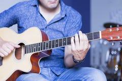 吉他音乐家使用 库存图片