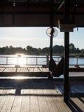 吊床在河附近的木屋里在老挝人的日落前 免版税图库摄影