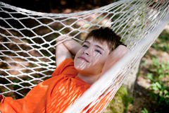 吊床的男孩 图库摄影