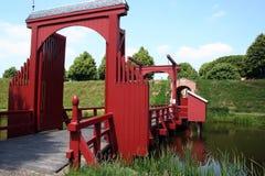 吊桥在Bourtange forrtess村庄  免版税库存照片