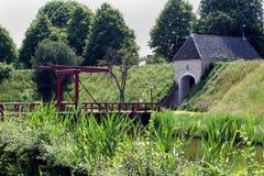 吊桥在Bourtange forrtess村庄  图库摄影