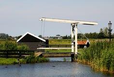 吊桥在Zaanse Schans 图库摄影