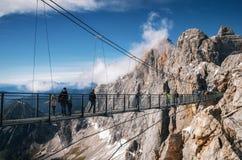 吊桥天空步行在Dachstein,奥地利 库存照片