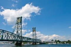 吊桥汉普郡在piscataqua河的缅因n 免版税库存图片