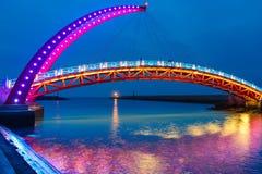吊桥的夜视图 库存照片