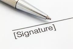 同一支银色笔的署名合同 库存图片