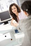 同事相当通过电话的女孩办公室 免版税图库摄影