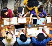 同事连接学生关系队概念 免版税库存照片