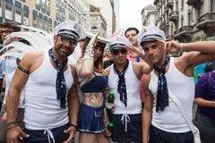 同性恋自豪日游行的人们2013年在米兰,意大利 库存照片