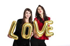 同性爱概念 从lgbt社区的两个美丽的女性妇女女孩有在2月14日愉快valent的长的华美的头发的 库存照片