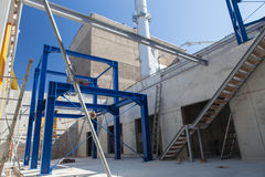 同时发热发电工厂的地下室 免版税库存照片