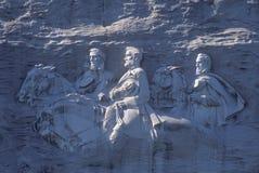 同盟南北战争纪念品在斯通山公园,亚特兰大, GA,描述杰佛逊・戴维斯的由花岗岩制成,罗伯特E 李和S 免版税库存图片