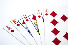 同花大顺在白色背景的纸牌游戏手 免版税图库摄影