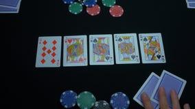 同花大顺的细节在黑背景的 锹同花大顺在扑克牌游戏的在黑背景 球员收集 免版税图库摄影