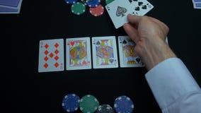 同花大顺的细节在黑背景的 锹同花大顺在扑克牌游戏的在黑背景 球员收集 库存图片