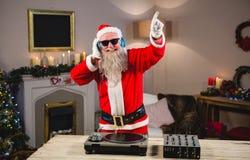 同dj比赛的圣诞老人 库存图片