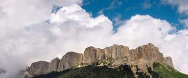 名为在共和国阿迪格共和国疆土北高加索的Big的山的全景图象撒奇 库存图片