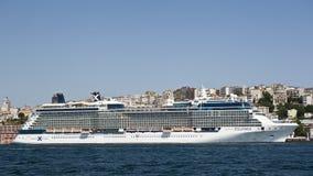 名人cruiseship昼夜平分点 库存图片