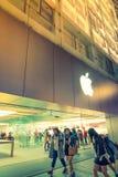 名古屋,日本- 2016年2月07日:苹果计算机商店 是美国语科库 库存照片