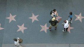 名望步行在好莱坞大道顶视图的 影视素材