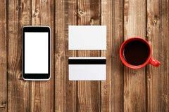 名片、塑料卡片和手机 免版税图库摄影