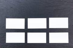 名片财务系列 公司文具集合大模型 在木桌上的空白的织地不很细品牌ID元素 顶视图 黑板 免版税库存图片
