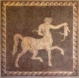 名骑手和兔子马赛克在墙壁上在罗得岛希腊考古学博物馆。 库存照片