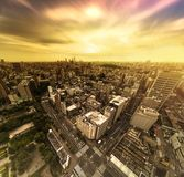 后乐园街道横穿路鸟瞰图在日落的  图库摄影