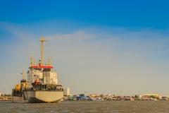 后勤的进出口和的事务的巨型的集装箱船 免版税库存照片