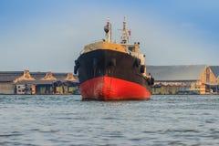 后勤的进出口和的事务的巨型的集装箱船 库存图片