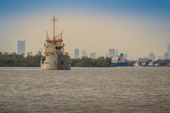 后勤的进出口和的事务的巨型的集装箱船 库存照片