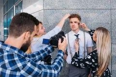 后台摄影美发师配合生活方式 库存照片